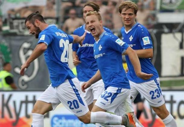 Review, Darmastat 98 Taklukan Bayer Leverkusen